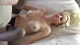 Sexy comme �a mature fucks unexpected guest