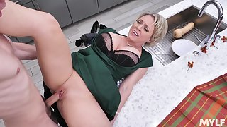 Young lad's fantasy stepmom's think the world of roughly slutty Dee Williams