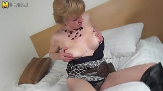 Horny Dutch Mature Slut Playing With The brush Bedraggled Pussy - MatureNL