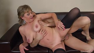Hot mature feels young ever after thanks to this young cock